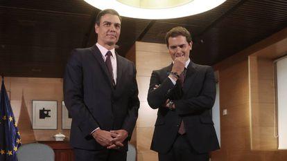 Pedro Sánchez y Albert Rivera durante su reunión este martes en el Congreso de los Diputados.