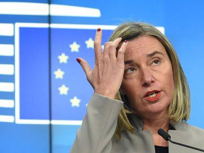 La alta representante de política exterior, Federica Mogherini, en rueda de prensa en Brusela este lunes.