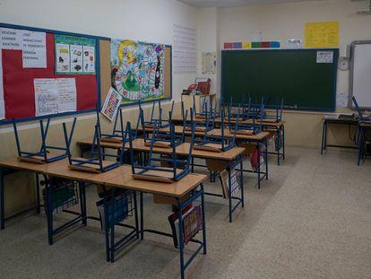 Aula vacía de un colegio, el pasado miércoles en Sevilla.