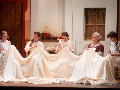 Una escena de la obra teatral 'Levante', de Carmen Losa.