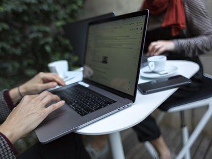 La generalización de las herramientas tecnológicas ha mejorado el acceso a los estudios universitarios en línea.
