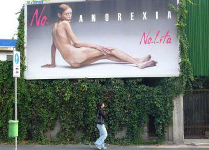 Isabelle Caro, modelo anoréxica en la campaña de la firma de ropa No- l- ita.