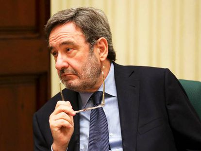El expresidente de CatalunyaCaixa, Narcís Serra, en el Parlament.
