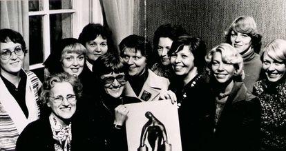 Algunas de las organizadoras del 'día libre de las mujeres'. La tercera por la derecha es Gerdur Steinthorsdottir.