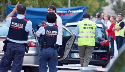 Mossos d'Esquadra y médicos forenses en una imagen de archivo.