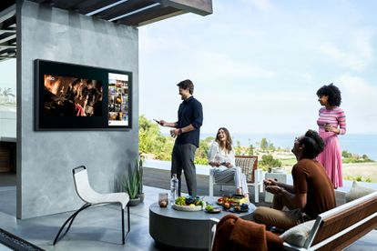 El televisor ha cambiado y se ha transformado en Smart TV, aunando todas las opciones de ocio en un único lugar. Samsung ha añadido a sus modelos, además, reconocimiento de voz y otras funcionalidades.