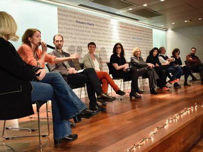 Los nuevos directores de seis centros culturales de Madrid, con la alcaldesa Manuela Carmena.