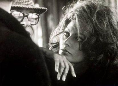 La actriz Sofía Loren y Carlo Ponti en una fotografía tomada por Tazio Secchiaroli en 1966 durante el rodaje de 'Arabesco'.