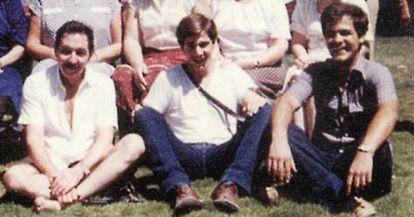 Foto familiar sin fecha en la que aparecen Raúl, su hijo (centro) y el yerno del presidente cubano, el general Luis Alberto Rodríguez López-Callejas (derecha).