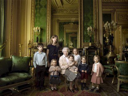 Isabel II, con los miembros más jóvenes de la familia real británica con motivo de su 90 cumpleaños.