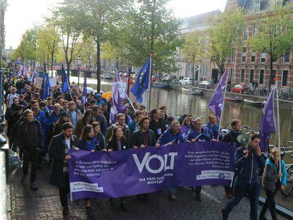 Simpatizantes de Volt, este sábado en Ámsterdam.