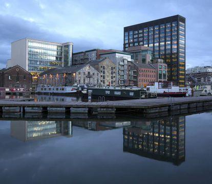 Vista de Silicon Docks, un área de Dublín donde las principales operaciones tecnológicas como Google, Facebook, Linkedin o Twitter tienen su centro.