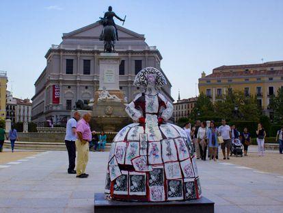 La menina 'Musha', de Alejandro Sanz, en la plaza de Oriente.