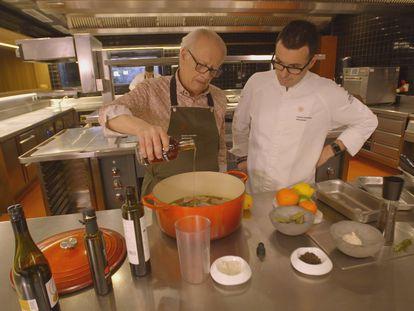 Juan Echanove y Ricard Camarena en 'De la vida al plato'.