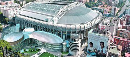 Simulación infográfica del proyecto de un nuevo centro comercial y el cerramiento total del estadio de fútbol Santiago Bernabéu.