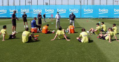Bartomeu, con la plantilla del Barcelona el pasado mayo.