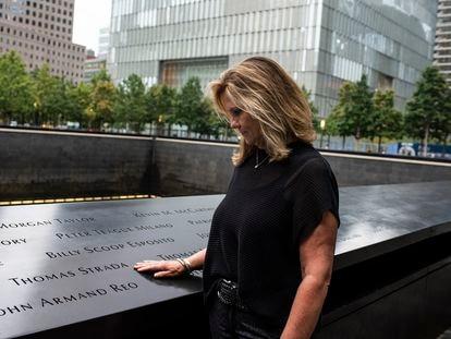 Terry Strada, que quedó viuda en los ataques del 11 de septiembre, este jueves en el monumento conmemorativo en Nueva York.