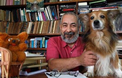 El escritor Leonardo Padura.