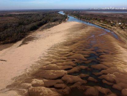 Vista aérea del Río Paraná en Rosario, Argentina, el pasado 4 de julio.