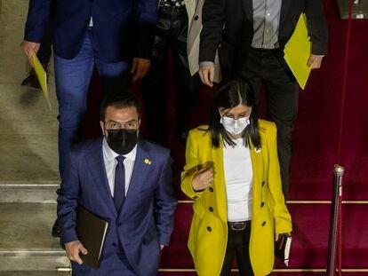 Pere Aragonès, con su grupo parlamentario, se dirige al segundo pleno de investidura.