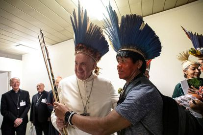 El Papa Francisco se reúne con indígenas de la Amazonía en el Vaticano.