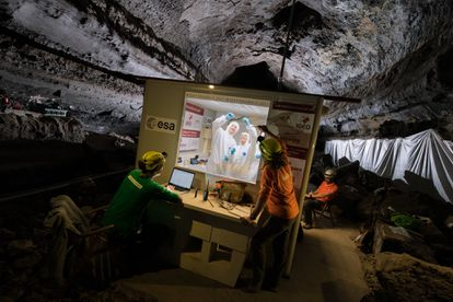 Laboratorio instalado en el tubo de lava de La Corona para el proyecto PANGAEA-X en Lanzarote.