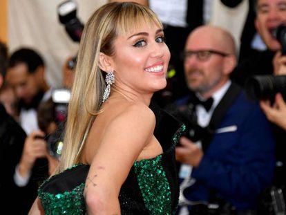 """Miley Cyrus, en la gala Met de 2019. En vídeo, trailer de """"Black Mirror""""."""