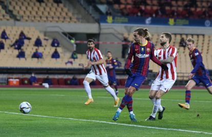Antoine Griezmann marca su segundo gol en la final de la Supercopa.