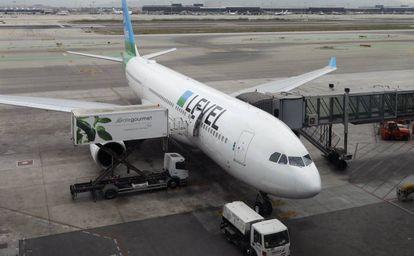 Avión de Level en el vuelo inaugural entre Barcelona y Santiago de Chile, el 31 de marzo pasado.