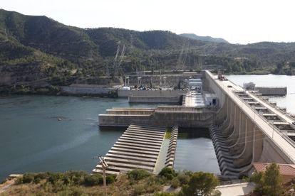 Central hidroeléctrica de Riba-Roja (Tarragona), en el río Ebro, en 2019.