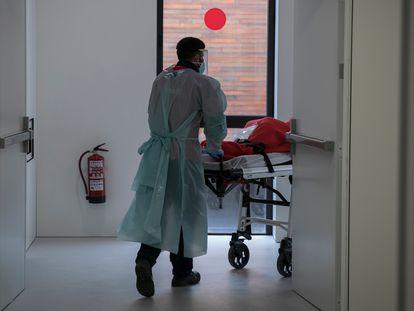 La víctima se recupera en el Hospital de Bellvitge, en Barcelona.