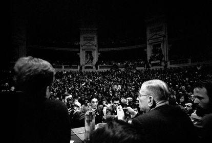 Jean-Paul Sartre, en la Universidad de la Sorbona en mayo de 1968.
