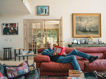 Paul Verhoeven, retratado en exclusiva para ICON en su casa de Los Ángeles.