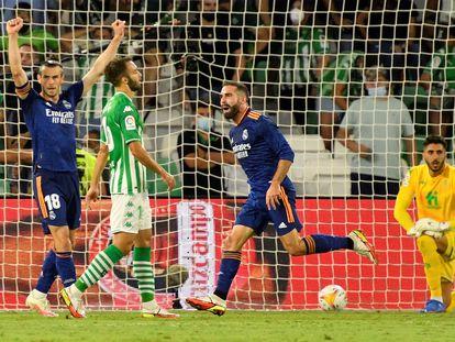 Carvajal celebra su gol ante el Betis este sábado en el Benito Villamarín.