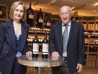 Alejandro Fernández y su hija Eva, en la presentación de sus nuevos vinos en Madrid, el martes.