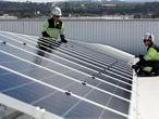Instalacion fotovoltaica de EDP en el Centro Logistico de Mas y Mas en Mercasturias. DANIEL MORA   (Foto de ARCHIVO) 05/06/2020