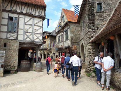 Recreación de un pueblo medieval en Puy du Fou.