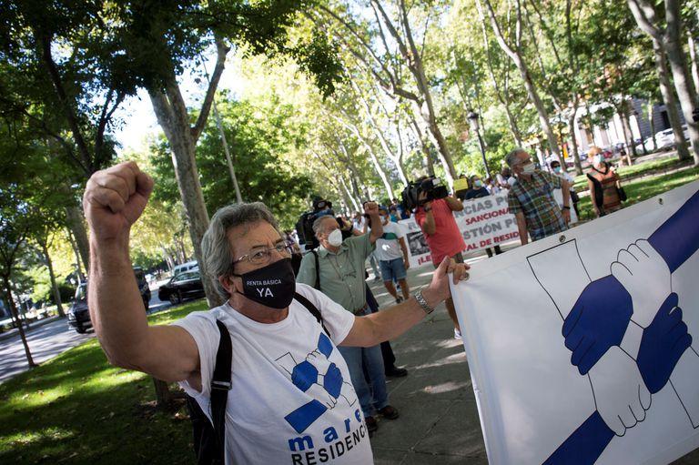 Manifestación de la Marea de Residencias frente al Congreso, el 19 de agosto. EFE/Luca Piergiovanni