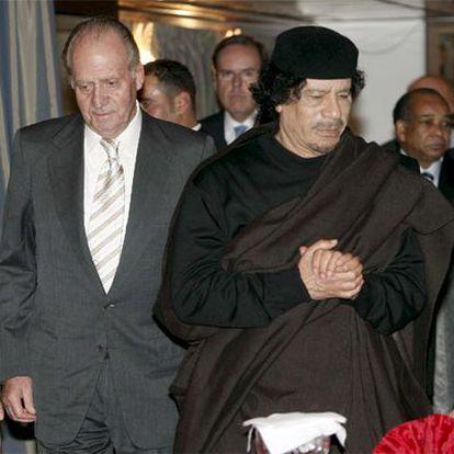 El Rey y Gaddafi, antes de la cena oficial en Trípoli.