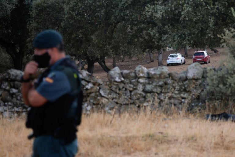Monesterio/ Badajoz/18-09-2020: Agentes de la guardia civil custodian la entrada a una finca en la que puede encontrarse el cuerpo de Manuela Chavero. FOTO: PACO PUENTES/EL PAIS