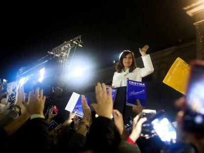 Cristina Kirchner el 10 de mayo pasado, durante la presentación de su libro autobiográfico en la Feria del Libro de Buenos Aires.