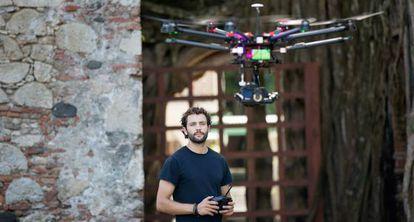 El texano Álex Chacón se hace un 'dronie'.