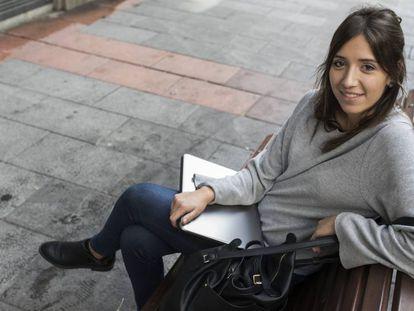 Isabel Herrera, estudiante de un master en Madrid, que se ha independizado con la ayuda económica de sus padres.