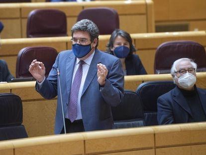 El ministro de Inclusión, Seguridad Social y Migraciones, José Luis Escrivá, durante una sesión de control al Gobierno en el Senado, el 25 de mayo.