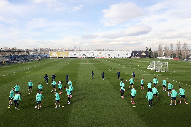 Los jugadores del Real Madrid durante un entrenamiento en la Ciudad Deportiva de Valdebebas.