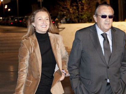 Carlos Fabra, junto a su hija Andrea.