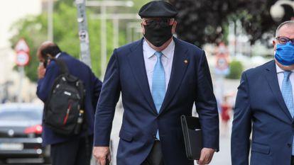 El comisario jubilado Villarejo comparece en el Congreso por el espionaje a Bárcenas.