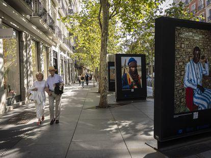 Exposición de fotografía 'Empleos que cambian vidas: Construir Mauritania' de Alfredo Cáliz, en la calle Serrano De Madrid.
