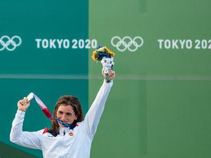 Maialen Chourraut, en el podio del canal de Kasai con la medalla de plata.