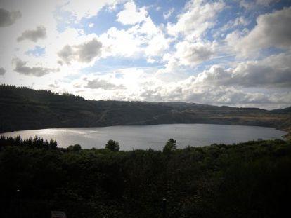 Imagen del lago artificial de Meirama. / GABRIEL TIZÓN